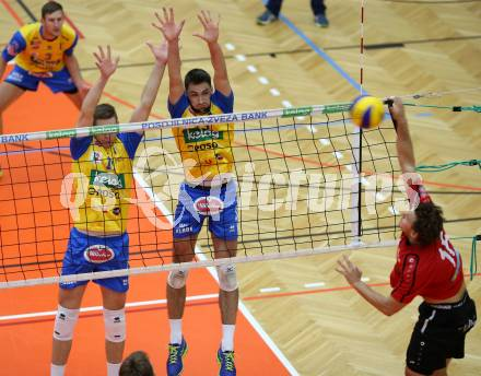AVL. Volleyball. Volley League Men. SK Posojilnica Aich Dob gegen VBK Woerthersee Loewen Klagenfurt. Mario Koncilja, Lukasz Wiese (Aich Dob), Simon Fruehbauer (Klagenfurt). Bleiburg, am 11.10.2017. Foto: Kuess --- pressefotos, pressefotografie, kuess, qs, qspictures, sport, bild, bilder, bilddatenbank