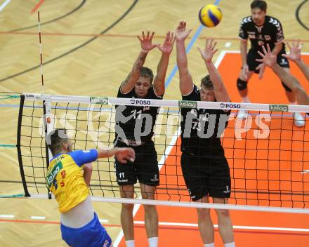 Volleyball. DenizBank AG Volley League Men. SK Posojilnica Aich/Dob gegen SG Union Raiffeisen Waldviertel.  Maximilian Landfahrer, Lukasz Janusz Szarek, (Aich/Dob), Dawid Adam Siwczyk  (Waldviertel). Bleiburg, am 29.9.2018. Foto: Kuess --- pressefotos, pressefotografie, kuess, qs, qspictures, sport, bild, bilder, bilddatenbank